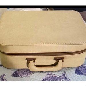 Vintage Suitcase Excellent Condition(true gem )